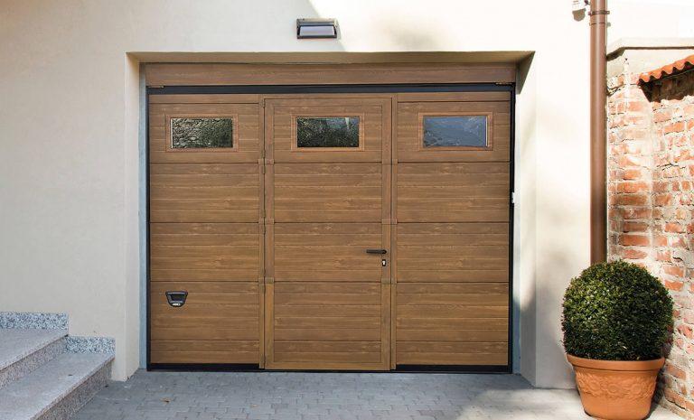 Porta pedonale inserita con profili a taglio termico - vista esterna