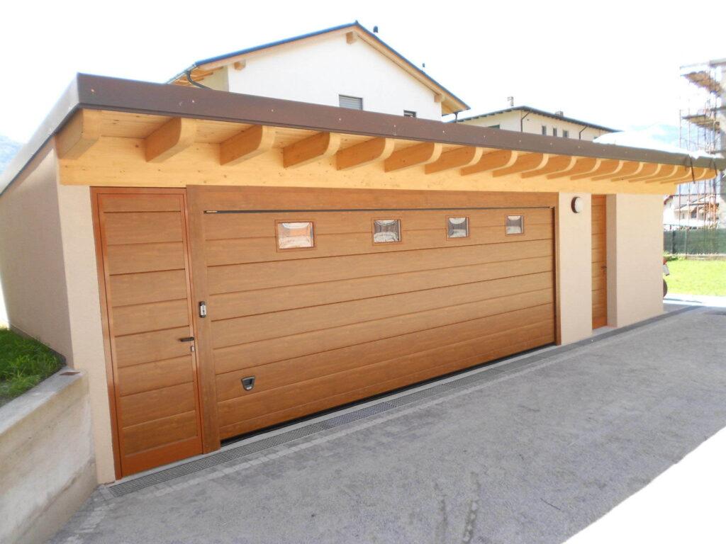 abbinare porta laterale pedonale a portone da garage