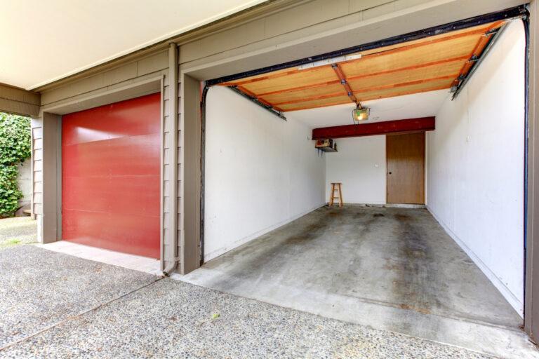 garage aperto con portone salvaspazio